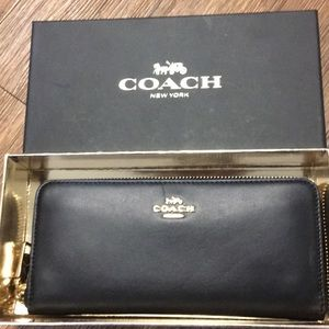 NWT Coach Black leather wallet